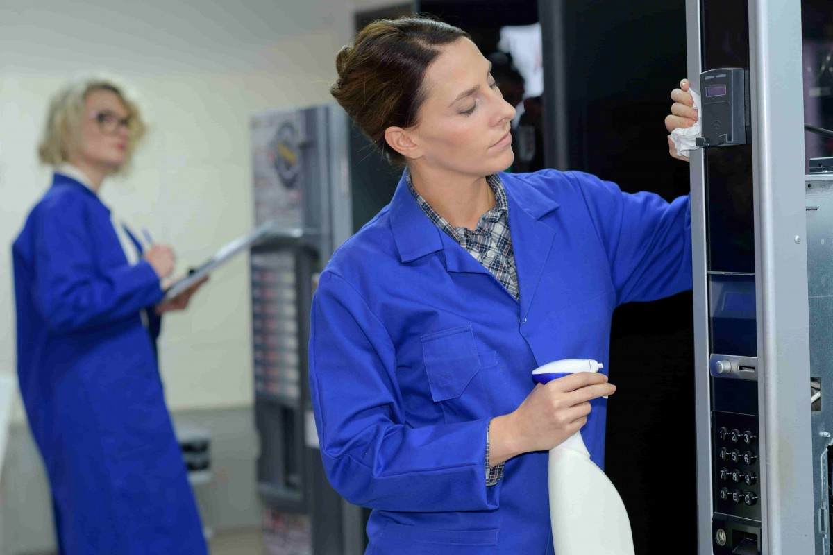 La maintenance de distributeurs automatiques par des spécialistes