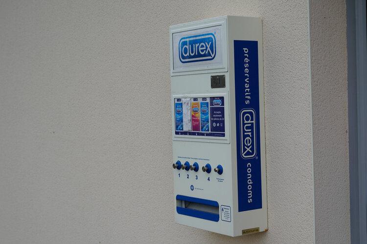 Les appareils distribuant des préservatifs en libre-service