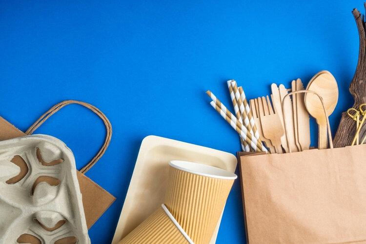Gobelets et spatules en plastique pour la distribution automatique